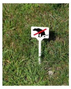 Hundbajs förbjudet-skylt av plats för jord